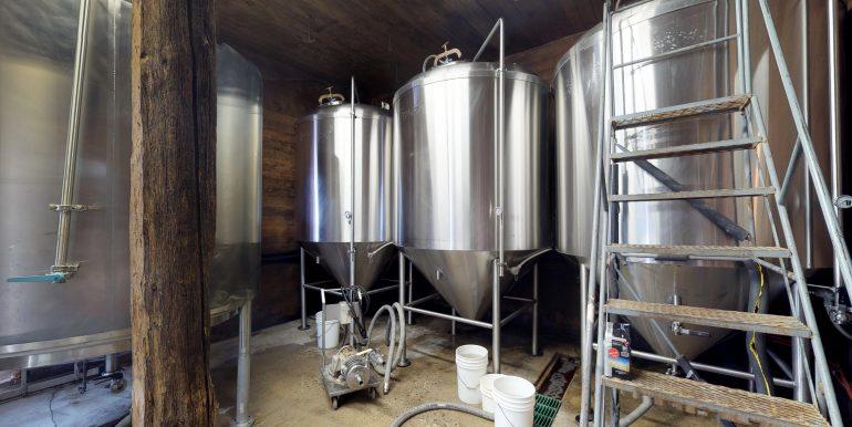 Neustadt Springs Brewery Presented by Cushman & Wakefield Waterloo Region Ltd., Brokerage www.cushwakewr.com